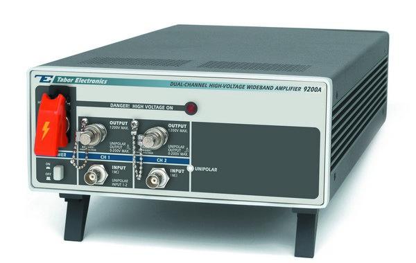 Dvojkanálový vysokonapäťový širokopásmový zosilňovač Tabor 9200A